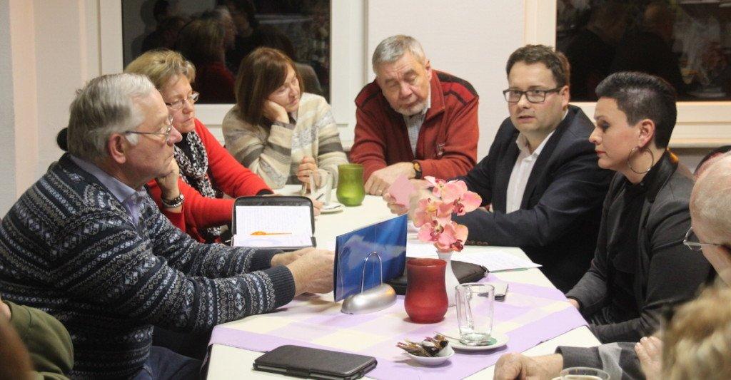 Tobias Meier mit Mitgliedern der Partei Die Linke.